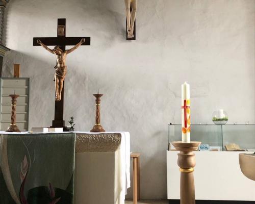 Restauriung und negestaltung des Altarbereiches in Langenfeld